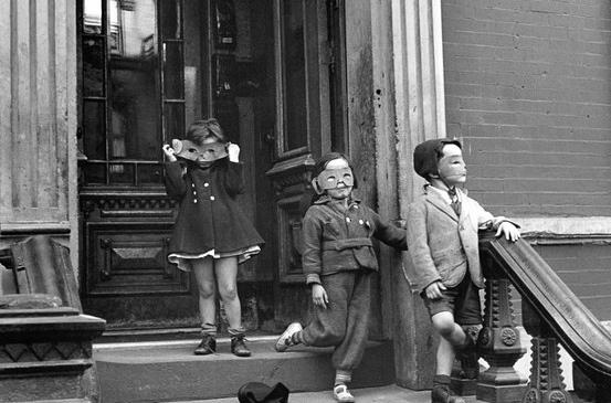 Helen Levitt (C.1940) courtesy of the estate of Helen Levitt